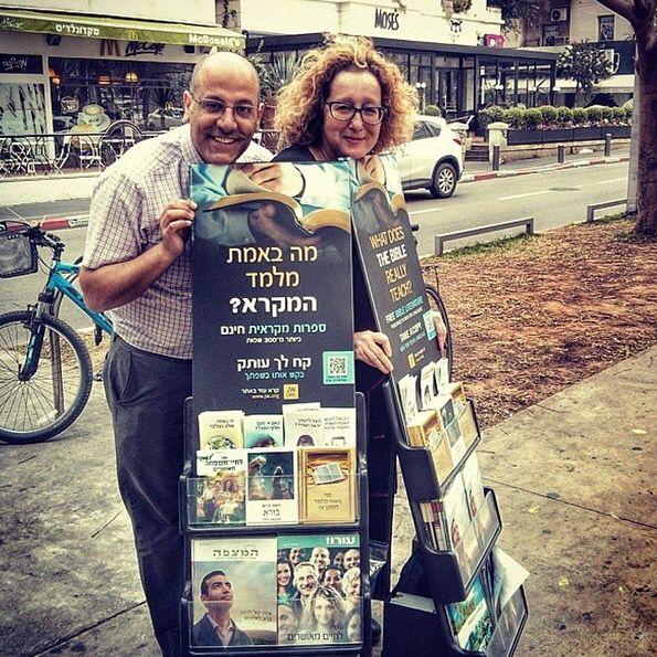 Public Witnessing in Tel Aviv, Israel.   http://MinistryIdeaz.com
