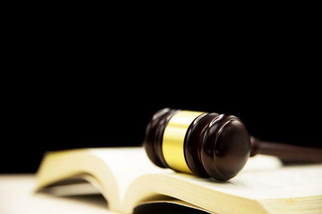 Jueces Mazo Sobre Libro Y Mesa De Madera Antecedentes Del Concepto De Derecho Y Justicia Concepto De Derecho Plantillas De Fondo De Powerpoint Mesas De Madera