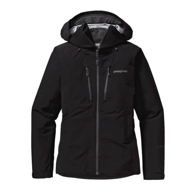 Wasserdichte technische Damen Gore-Tex® Alpin Hardshelljacke.          Das W Triolet Jacket ist der alpine Alleskönner von Patagonia und eine leistungsfähige Jacke aus wasserdichtem, dampfdurchlässigem 3-Lagen Gore-Tex® gegen Schneestürme und peitschenden Regen.Fest in der Tradition verwurzelt und vollgepackt mit moderner Technologie, bietet die überarbeitete W Triolet Jacket  von Patagonia die alpine Funktionalität, die man von einer Hardshell erwartet: im Schneesturm ebenso wie bei…