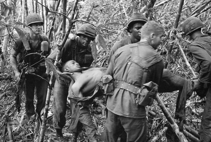 images of soliders fighting in the vietnam war | captured: the vietnam war