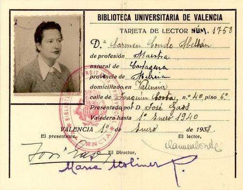 Tarjeta de lector de la Biblioteca Universitaria de Valencia, a nombre de Carmen Conde Abellán, firmada por la Directora, María Moliner, 1938.