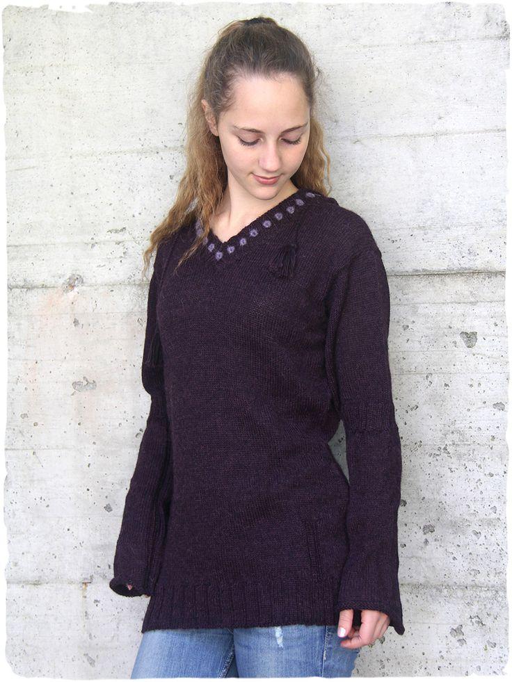 Le pull d'alpaga Soraina #Pull à col en V et #capuche avec petits #boutons en #laine brodés