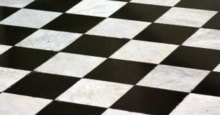 Cómo pintar una habitación en blanco y negro como un tablero de ajedrez . Las paredes o pisos en blanco y negro como un damero es un diseño interesante y clásico que va muy bien con toques de color audaces. Si bien puede parecer una tarea de enormes proporciones, en realidad es bastante fácil de hacer; sólo necesitas un poco de tiempo y paciencia, así como de una cuidadosa preparación. Sigue estos pasos para crear un ...