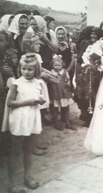Kács lagzis bámészkodók 1950. körül.