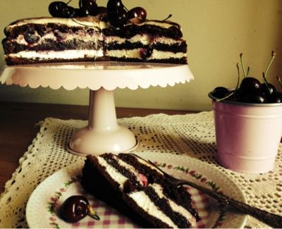 Loredana Sandu...retete pentru toate gusturile: Tort de ciocolata cu crema de visine si mascarpone...