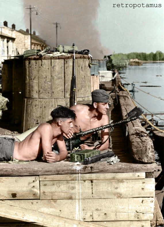 Two soldiers of the SS  with an MG-34 machine gun at a marina on the Eastern Front. -