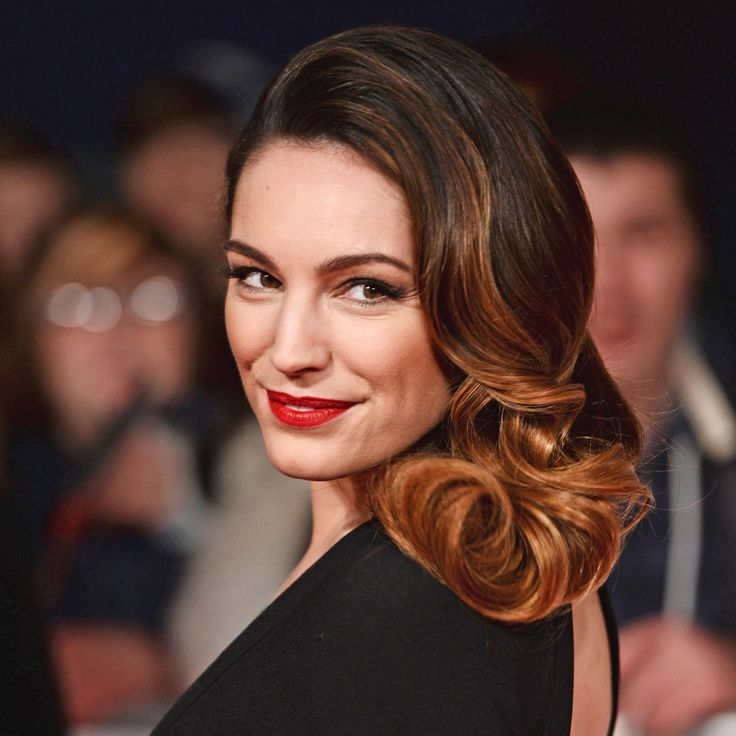 Kelly Brook's Old-School Glamour Can Be Easily Copied