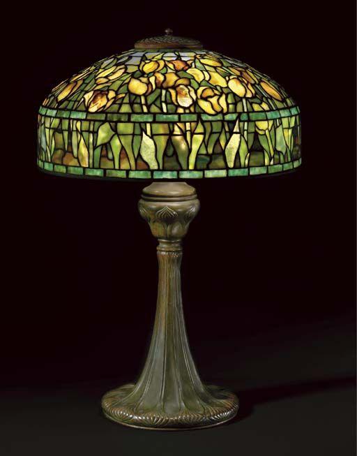 TIFFANY STUDIOS A 'TULIP' LEADED GLASS AND BRONZE TABLE LAMP, CIRCA 1910 | Christie's