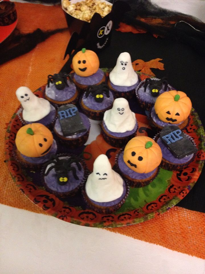 Halloween Pumpkin cupcake!!! No eggs and no butter!!!