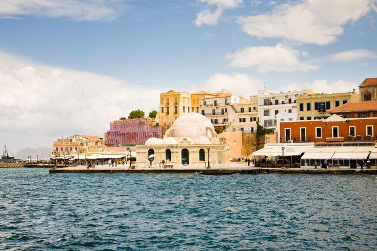 Die Hafenstadt Chania auf der Insel Kreta bietet viele interessante Sehenswürdigkeiten - unsere Route zeigt Ihnen den erlebnisreichen Weg.