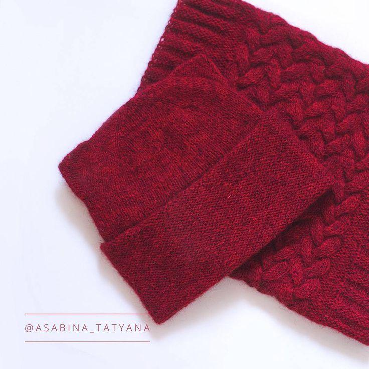 Шапочка неплохо сочетается со снудом-трубой (ох уж эти косы ^.^).  #knitting #knittersofinstagram #knitstagram #instaknit #knitted #handknit #knittinglove #iloveknitting #i_loveknitting #knits #knitting_inspiration #knitter #instaknitting #knittedscarf #scarf #knittedhat  #вязание #вяжутнетолькобабушки #вязаниеназаказ #вяжуназаказ #вяжу #люблювязать #вяжуспицами #кауни #шапка #шапкаспицами #котошапка #шапканазаказ #вязанаяшапка #вязаныйснуд