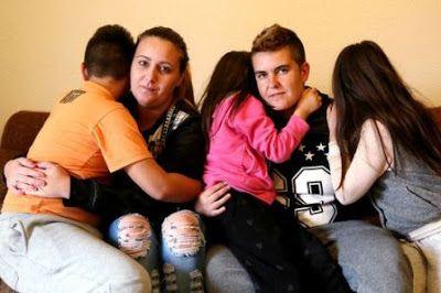 La diócesis de Getafe ya ha ejecutado el desahucio de una pareja de lesbianas con tres hijos.  Aroa, Laura y sus tres hijos han sido desahuciados de un piso que habían ocupado ilegalmente y que es propiedad de la diócesis de Getafe.  Laura Galaup | El Diario, 2017-07-03 http://www.eldiario.es/sociedad/lgtbifobia-desahucio-Iglesia-Getafe_0_661084015.html