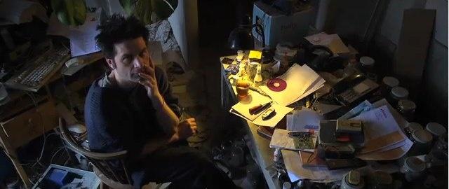 Ik raad je echt aan om deze documentaire over Asperger te kijken. Hij duurt ruimt een uur, maar het geeft je een uniek kijkje 'achter de schermen'. Een goede tip voor als je je verveelt in de kerstvakantie.