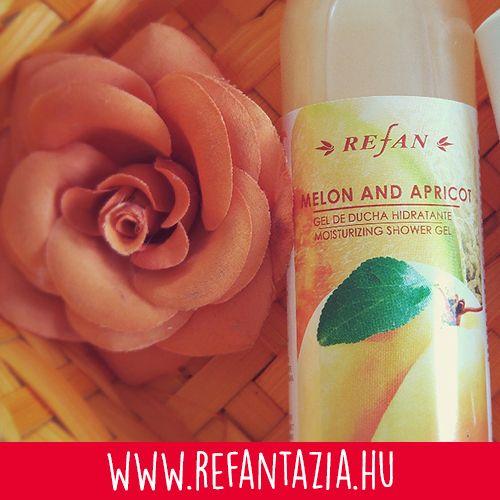 Hidratáló Sárgadinnye & Barack tusfürdő - Hidratáló tusfürdő természetes olívaolajjal és B5 provitaminnal. Ez a tusfürdő a természet ajándéka, mely hihetetlenül friss és a tiszta érzést nyújt a bőrnek, megtölti a fürdőszobát az édes sárgadinnye és barack varázslatos illatával. Az olívaolaj és B5 provitamin regenerálja és hidratálja a bőrt, bőrfeszesítő hatású.