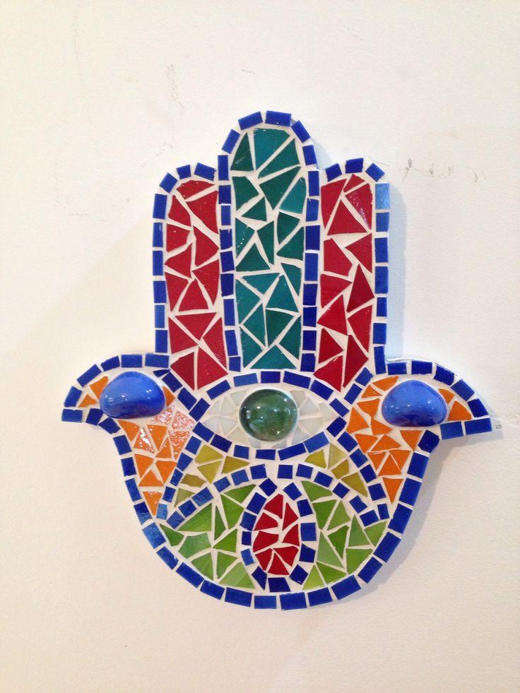 """Fâtımânın Eli ya da Hamse (Arapça: خمسة, khams kökünden, gerçek anlamda """"beş""""), palmiye şeklinde, Orta Doğu'dan Kuzey Afrika'ya kadar popüler, yaygınca takı, muska ya da duvar süsü olarak kullanılan bir tılsımdır."""