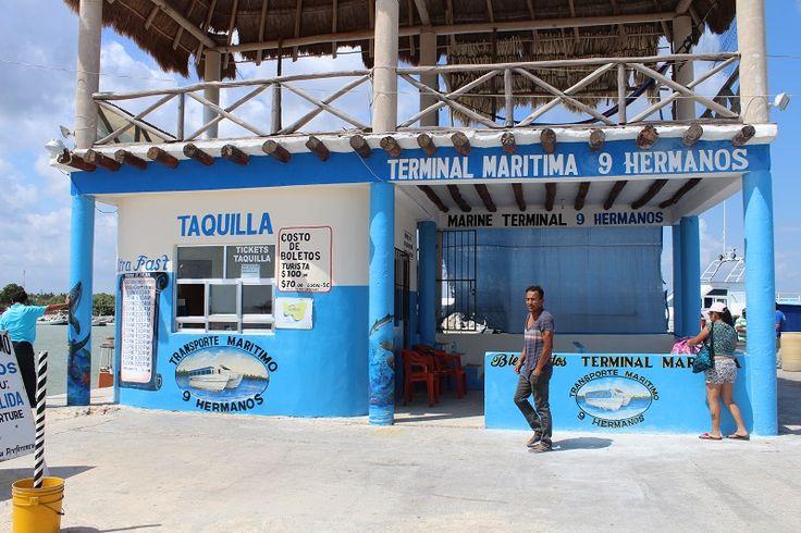 Farverig færgenterminal i Chiquila, på vej til Isla Holbox.