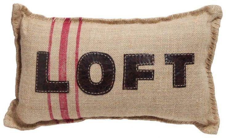 """Pernă decorativă """"Loft Red"""" - un pic fistichie şi tocmai de aceea simpatică. Are învelitoarea confecţionată din pânză de sac, asortată cu un imprimeu de dungi în roşu sters."""