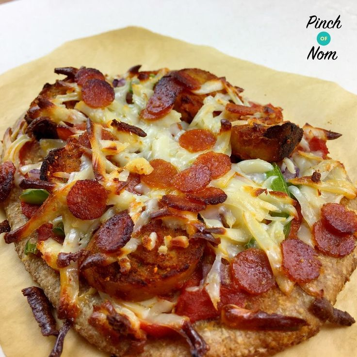 Since Slimming World now class 60g of baked Aldi/Asda Wholemeal Bread Mix as your HEB there has been a lot of pizza recipes posted on Facebook and Instagram. This got us thinking about what flavour pizzas we could make syn free or low syn, and we came up with our own Fakeaway versions of these Papa…