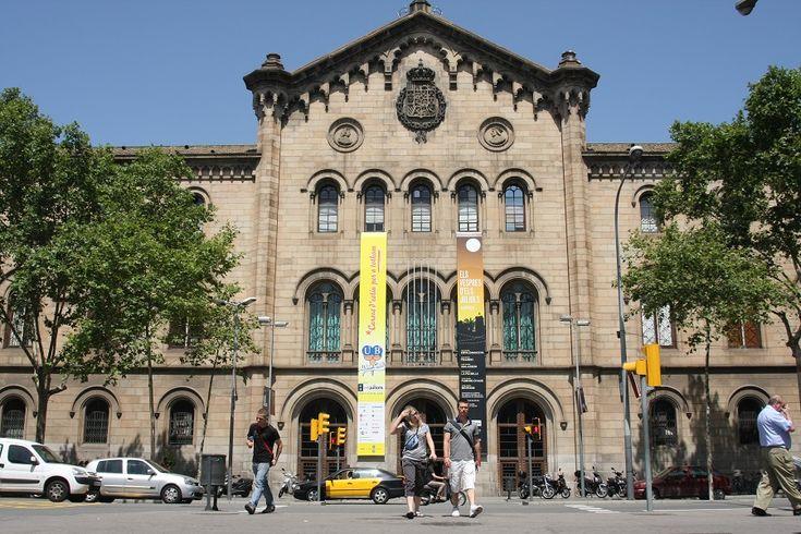 Yo estudiaba a la Universidad de Barcelona en España.  Me gradué en 1984.