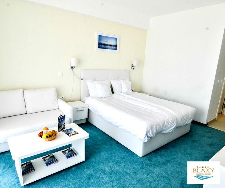 Știi ce este diferit la Blaxy Premium Resort? Funcționează ca o casă de vacanță pentru tine și familia ta și o poți achiziționa între 1 – 30 săptămâni pe an. Astfel devii proprietar periodic, cu drepturi depline, al unui apartament, prin încheierea unui contract de vânzare – cumpărare. Pentru mai multe detalii, scrie-ne!
