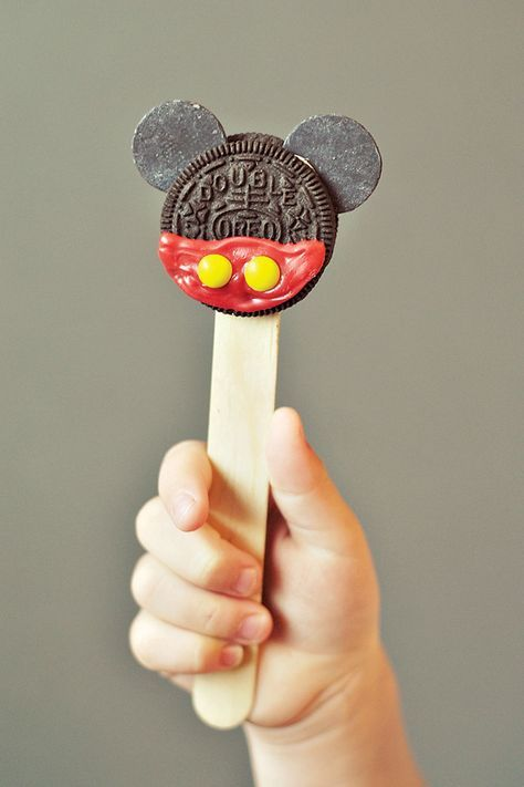 Love these mickey mouse oreo pops! Classic & Crafty Mickey Mouse Birthday Party from Hostess with the Mostess blog. Other cute ideas too.