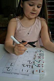 Concepte de sumar amb peces de domino