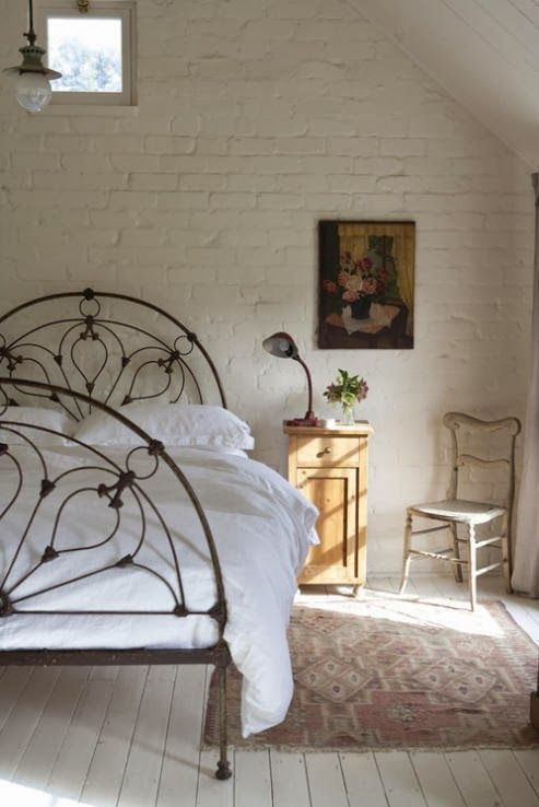 ceglane ściany w sypialni - bedrooms with brick wall