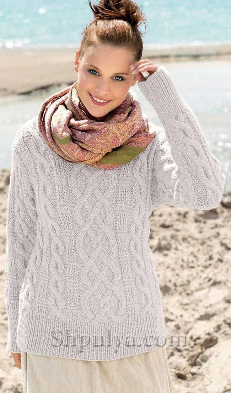Пуловер с узором из кос и рельефным узором