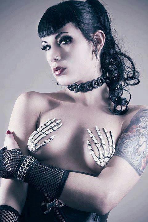nude-psychobilly-girl