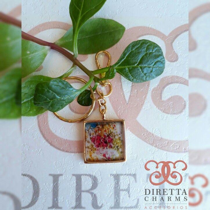 ref. NA05 Llavero en zamal con herraje de flores en resina. personalizalo! $10.000 cop.  Diretta ❤ Charms, Accesorios que resaltan tus encantos. Info wtp +57 3127080891. #DirettaCharmsAccesorios #DirettaAccesorios #MadeInColombia #HandMadeJewelry #Jewelry #Beautiful #HandMade #Bijoux #Accessories #Nature #keychain #newcollection #accesory #sisters👭
