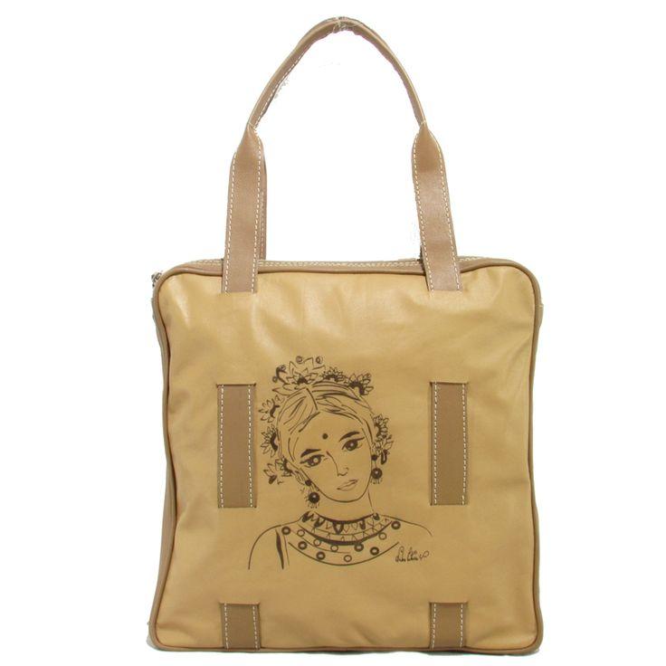 Este bolso Anina irá bien con cualquiera de tus atuendos, muy espacioso para que lleves todo lo que necesitas, en cuero muy suave y grabado laser de la pintura de la artista Valentina Castaño Pidelo al whatsapp: + 57 3215012513 Compralo en: https://www.linio.com.co/p/bolso-en-cuero-anina-colibri-india-beige-qenvd7 #cuero #leather #anina #handbag #bolso #beige