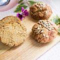 Dies ist mein neuestes Lieblinsgrezept für Brötchen / Brot :) Nicht erschrecken: es sind 3 unterschiedliche Mehlsorten enthalten. Das Mandelmehl ist die Basis, das Kokosmehl sorgt für die Bindung und Lockerheit, das Leinsamenmehl gibt einen fein nussigen Geschmack. Viel Spaß beim nachbacken! Für 4 normale Brötchen 70g Mandelmehl(entölt) 50g Kokosmehl 40g Leinsamenmehl(Achtung: hier handelt es sich um richtiges Leinsamenmehl, nicht um geschroteten Leinsamen o.ä.) 20g Flohsamenschalen 4 ...