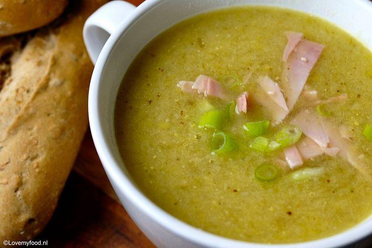Een lekker soepje gaat er altijd wel in! Met deze preisoep zet je heel makkelijk een bijzonder soepje op tafel. Door de mosterd en witte wijn smaakt deze so