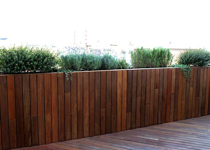 Frente de madera con jardineras integradas paisajismo - Jardineras para terrazas ...