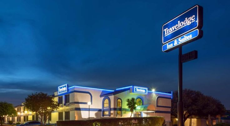 Travelodge Fort Sam/AT&T Center San Antonio Travelodge Fort Sam Houston is ideally positioned just five miles from downtown San Antonio and the Alamo and approximately 10 miles from San Antonio International Airport.