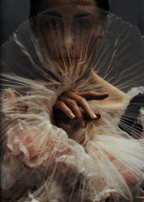 """sassyandhip: """"Diva Assolut. Erin O'Connor by Koto Bolofo, Vogue Deutsch October 2005 """""""