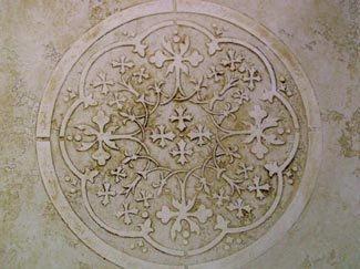 Eine hervorragende Medaillon Schablone Design geeignet für Decken, Wände und Möbel, gestaltet mit einem Marokkanische Aroma mit es ist simpel Intensität.  Ich liebe Medaillon-Schablonen mit Farbe für den Einsatz als ein Zufallsmuster auf abgepasst. Es ist schön, es ist einfach und das Aussehen ist auffällig.  Dieses Design Schablone erschien in dem Buch The House, dass Faux gebaut, ausgeführt von Donna-Phelps, der die Sarasota Schule der dekorative endet in Sarasota, Florida. Es war eine…