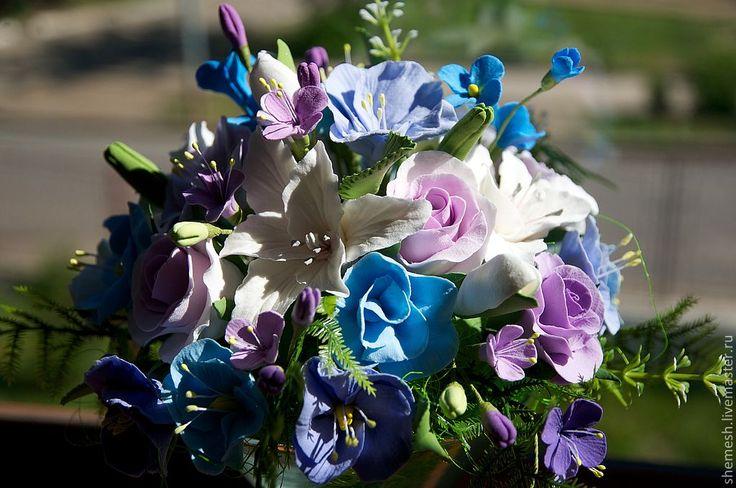 Купить Букет с лилиями и полевыми цветами - голубой, лилия, букет, бокал, полевые цветы, ваза