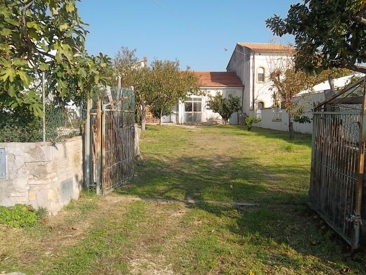 property for sale in Scerni, composed of a porch, entrancem kitchen, bedroom and a bathroom.  with garden  €55.000