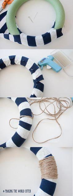 DIY Wreath decoração náutica de fazer o mais bonito do mundo.  Isso é tão fofo!  Eu amo a pequena âncora!