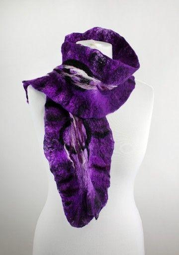 ręcznie filcowany szal w odcieniach fioletu