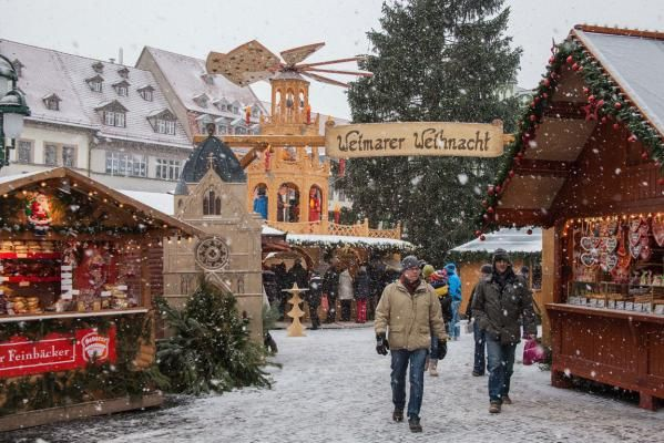 German Christmas market. Pinned by www.mygrowingtraditions.com