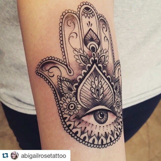 Beautiful hamsa by Abigail Rose. Spaces with Abigail available this week! Call 01642 913632 to check availability !