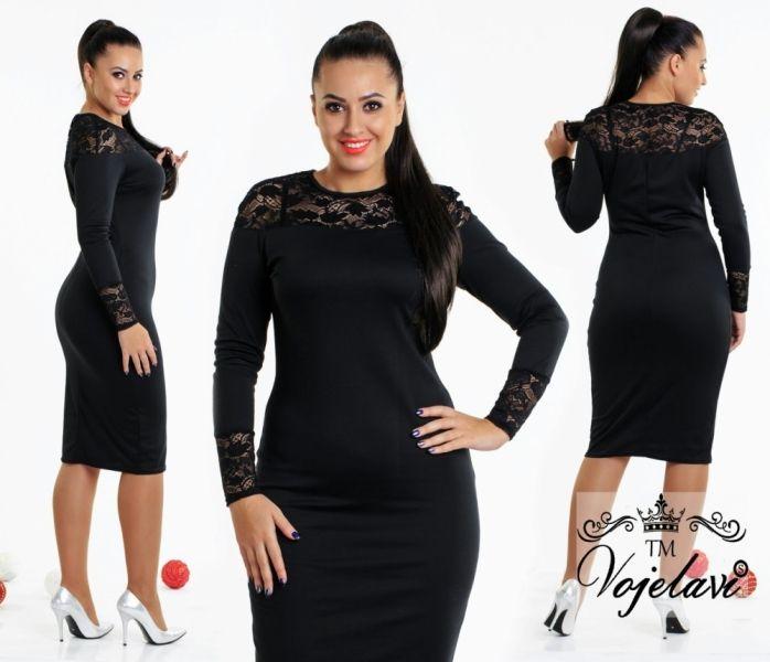 Элегантное однотонное платье с гипюрвыми вставками черное