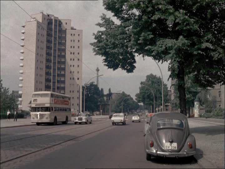 http://footage.framepool.com/shotimg/qf/134085647-vw-kaefer-doppeldecker-bus-linienbus-west-berlin.jpg