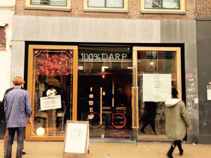 Groningse start-up #Darpdecade heeft een pop-up 'community closet', waar je een ongedragen kledingstuk of miskoop kunt ruilen voor een leuk mode-item van een ander. Niet geld, maar het verhaal achter je meegebrachte kleding is hierbij het 'betaalmiddel'.  Website: www.darpdecade.com