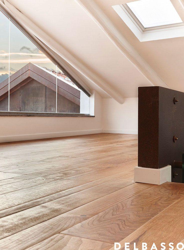Mansarda con pavimento in legno. Quercia francese effetto oliato, colore natura. Beautiful attic with French oak floor, oil finished, colour: natura. #parquet realized by @delbassoparquet