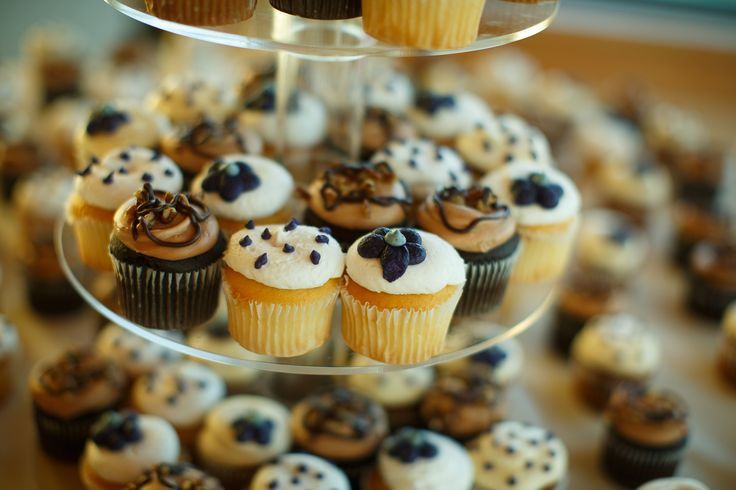Wedding Day Cupcakes HyVee Is A Chain Of Superstores In The Midwest And Provide