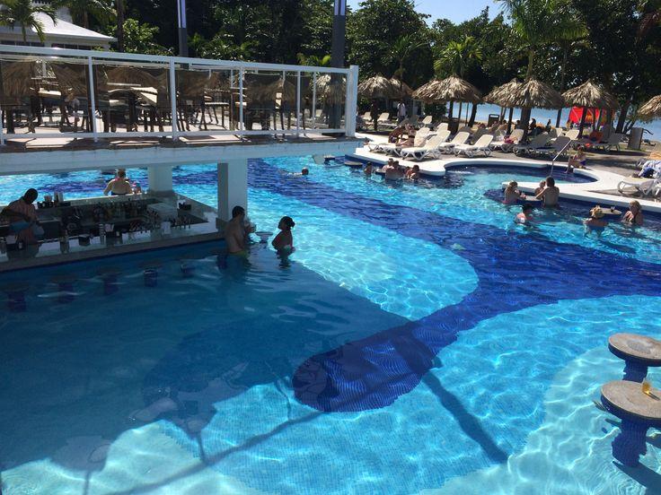 de Swim-up bar