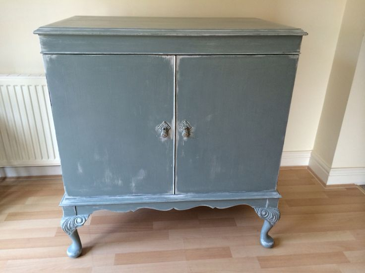 Beautiful cabinet, with gorgeous detail on the legs. Hand painted in Autentico Chalk Paint Troubled Water, distressed back to a Huile du Noix base coat. Throughly enjoyed doing this piece
